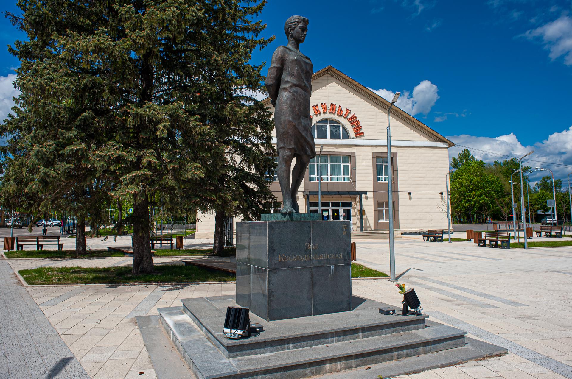 Руза, Дом Культуры, Памятник Зое Космодемьянской