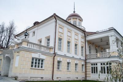 Посёлок Первомайское, Усадьба Старо-Никольское