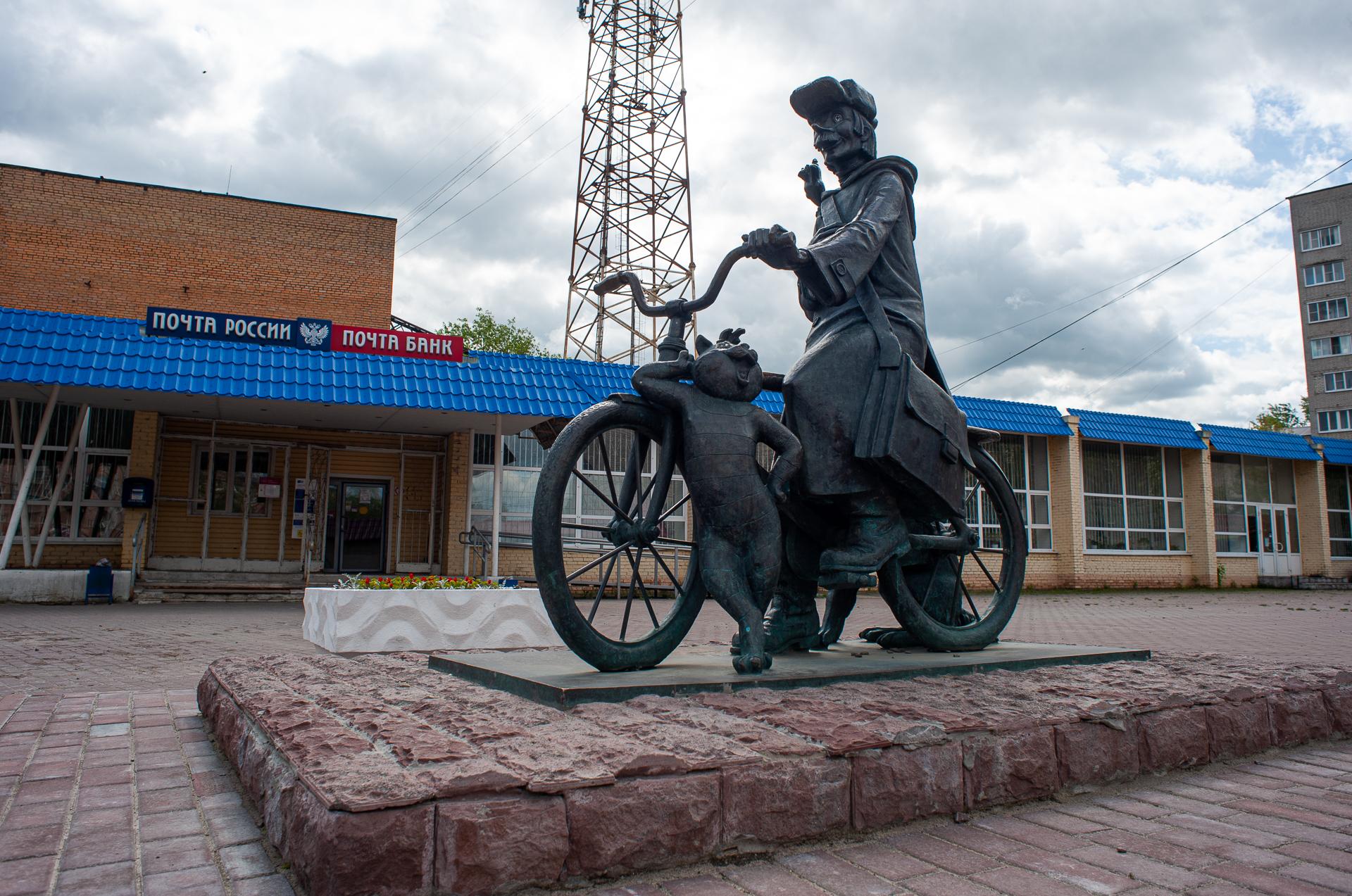 Луховицы, Памятник почтальону Печкину