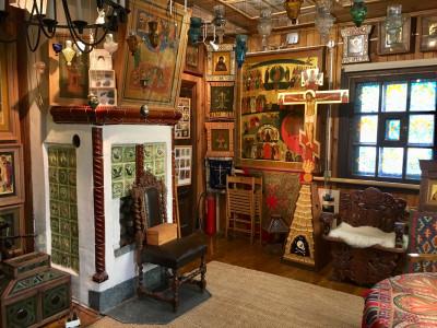 Дом-мастерская русского иконописца