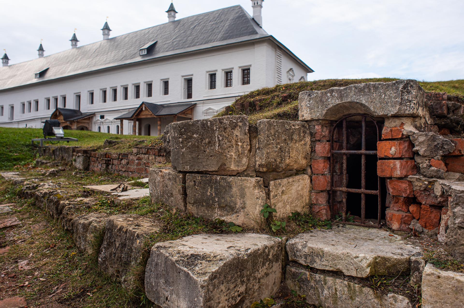 Саввино-сторожевский ставропигиальный мужской монастырь, фундамент храма, Дворец царя Алексея Михайловича