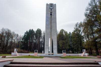 Пущино, Памятник жителям окрестных деревень Пущино, Харино и Митинки, погибшим в Великую Отечественную войну