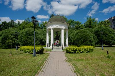 Ивантеевка, Памятник святому Николаю Угоднику