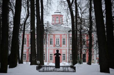Дворец князей Голицыных на территории музея-заповедника А. С. Пушкина