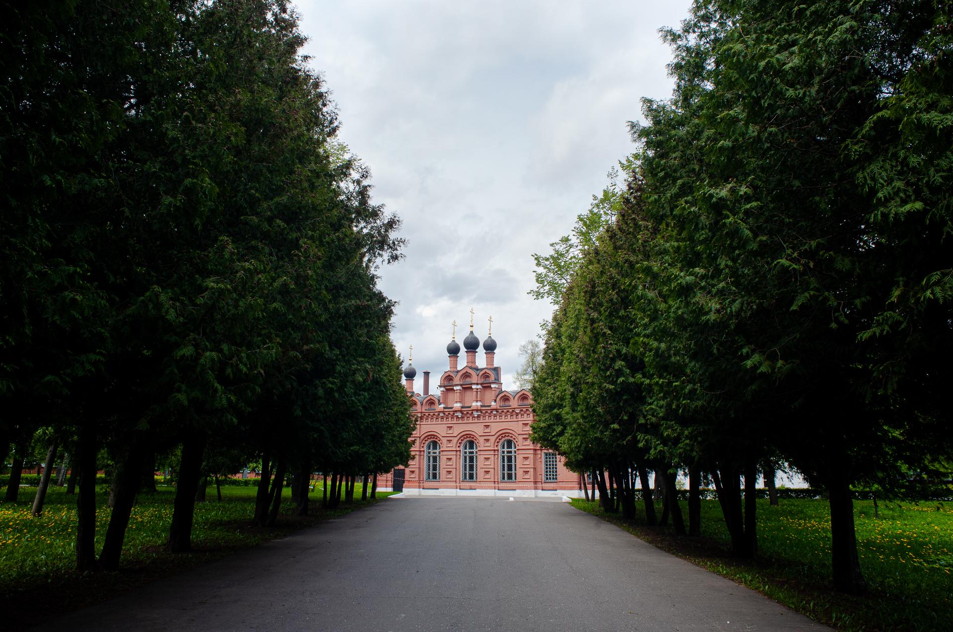 Коломна, Мемориальный парк, Церковь Первоверховных апостолов Петра и Павла