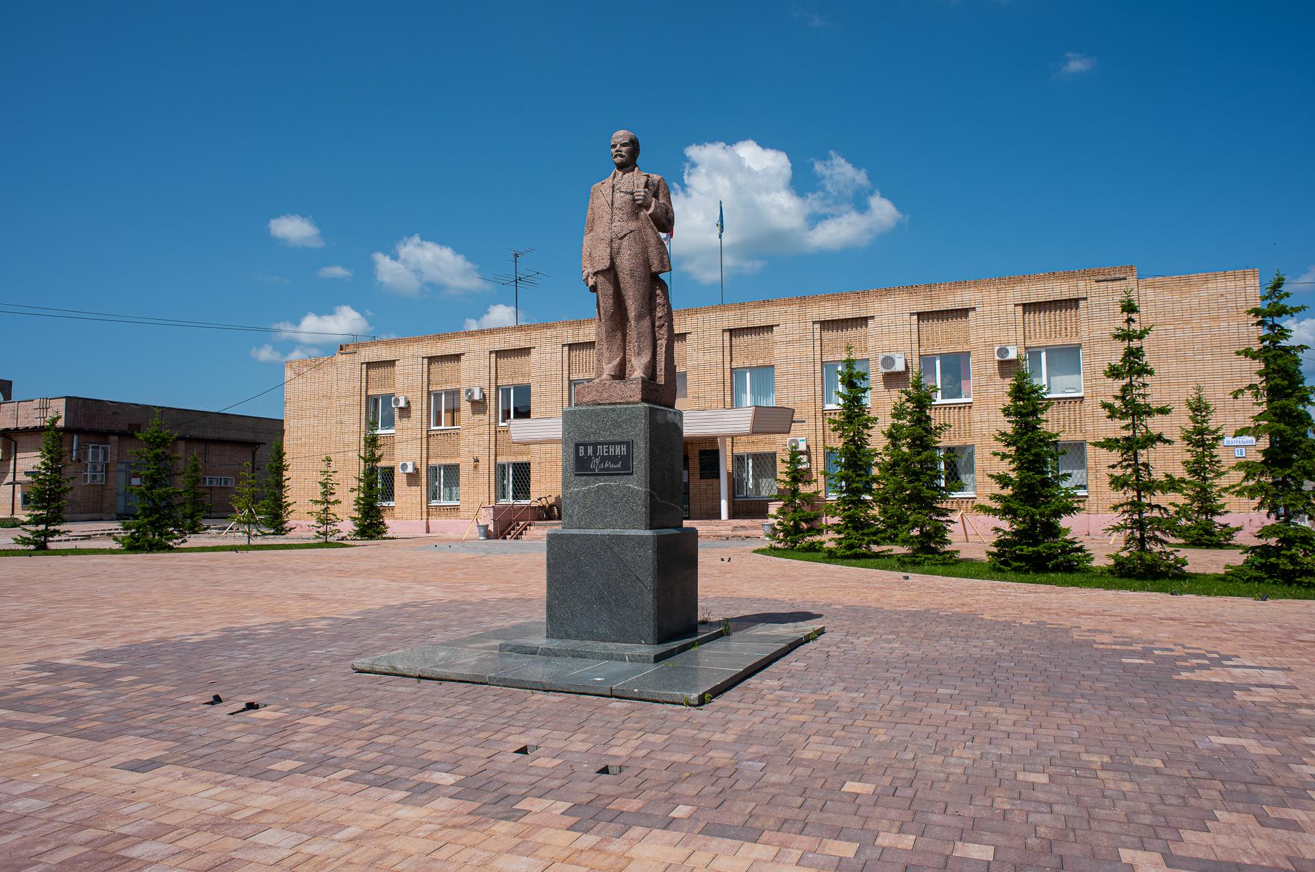 Лотошино, памятник Ленину