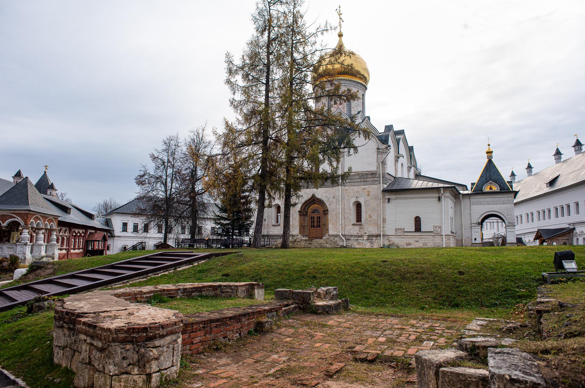 Саввино-сторожевский ставропигиальный мужской монастырь, Cобор Рождества Богородицы, фундамент храма