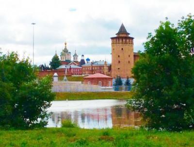 Вид из кемпинг «У кремля» на Коломенский кремль
