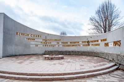 Волоколамск, Октябрьская площадь и мемориал героям-волоколамцам, погибшим во время ВОВ