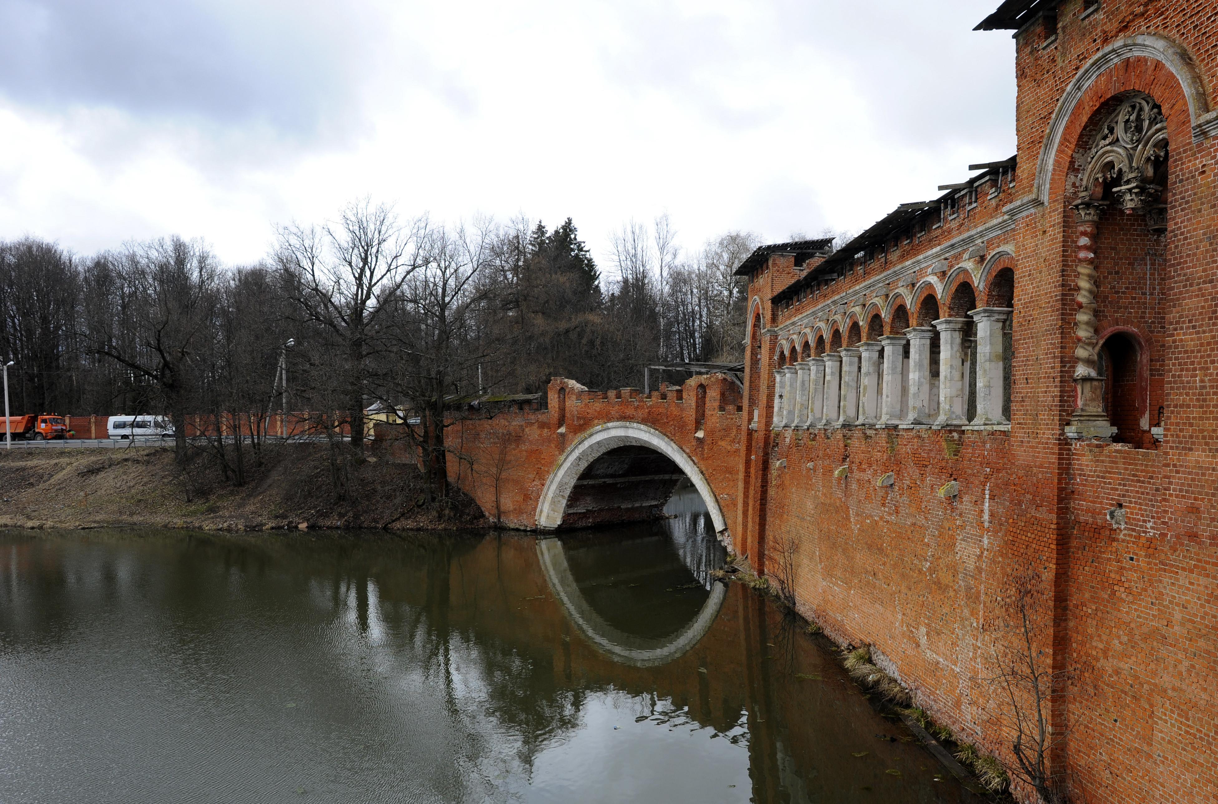 Мост на территории усадьбы Марфино