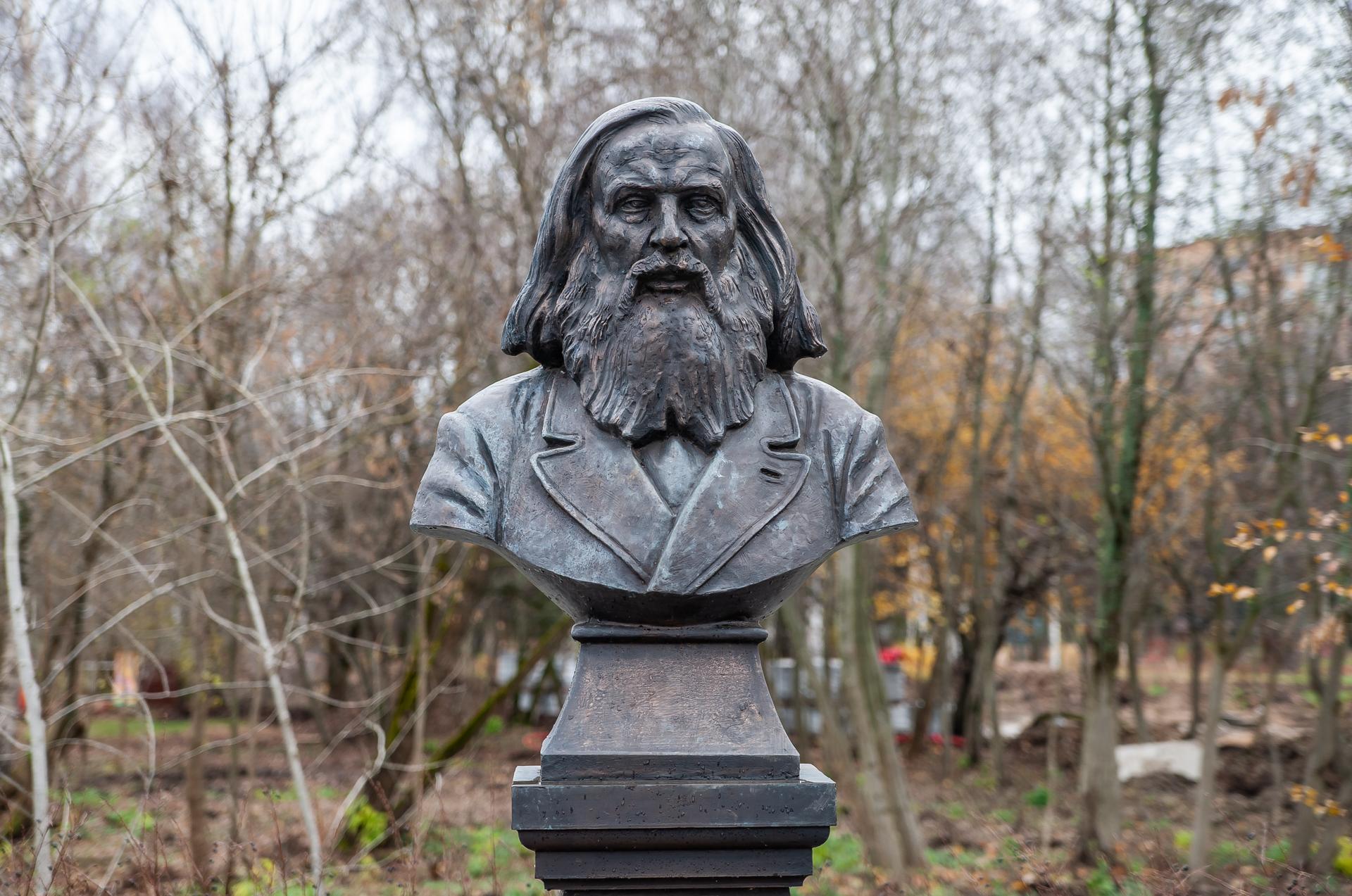 Дубна, памятник Менделееву