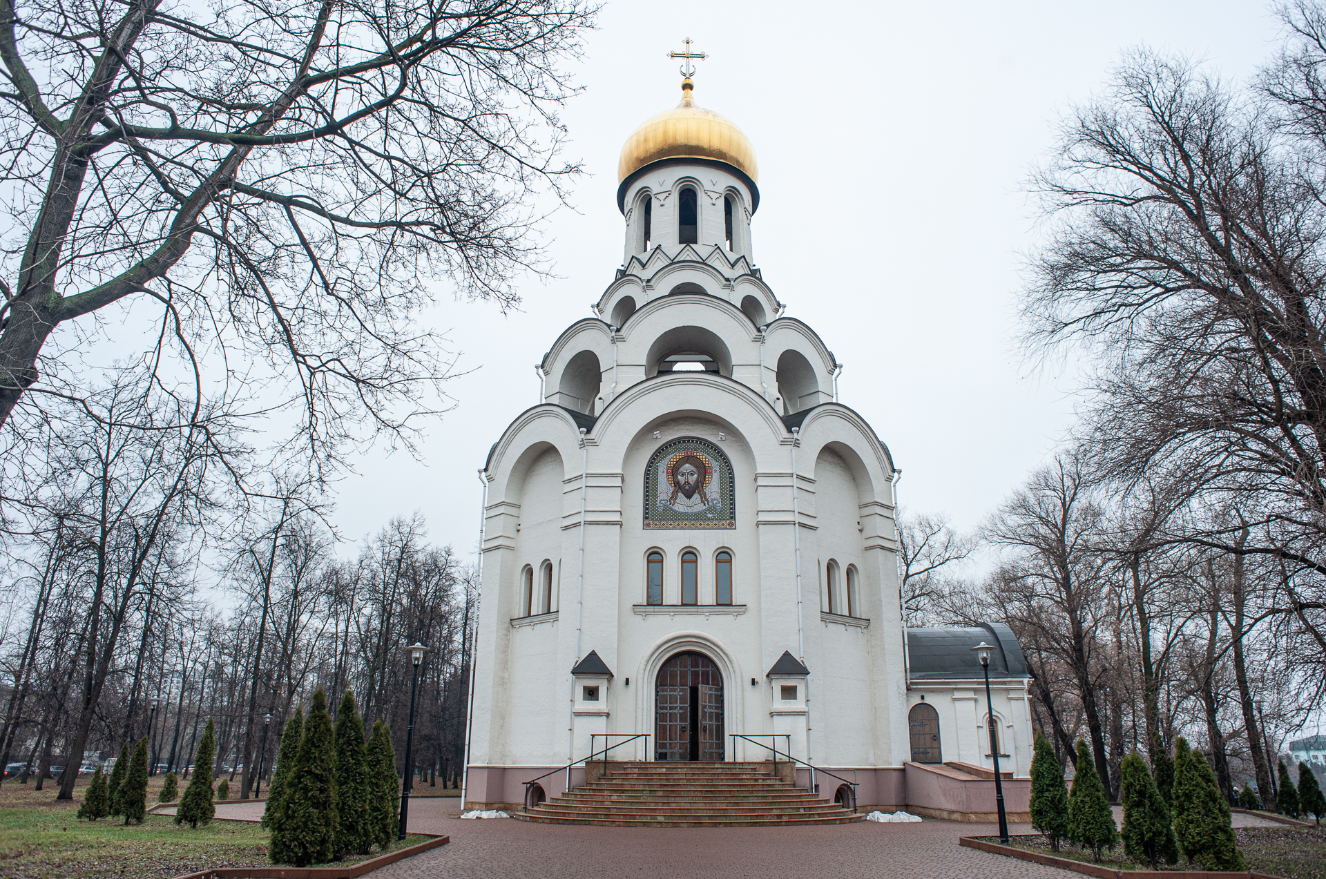 Котельники. Парк Белая Дача. Храм св.мученика Виктора-Воина