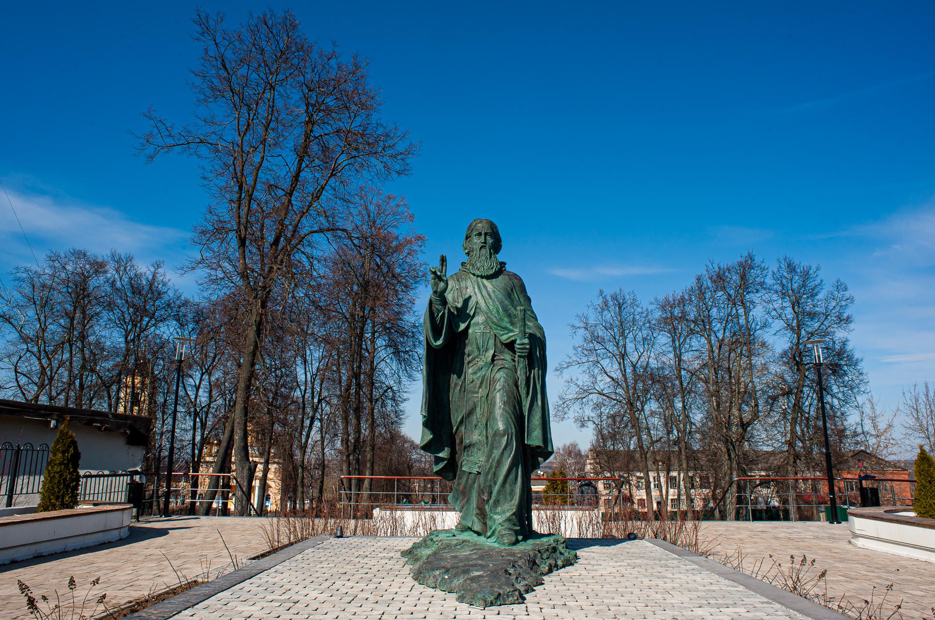 Кашира, Церковь Николы Ратного, Скульптура Сергия Радонежского