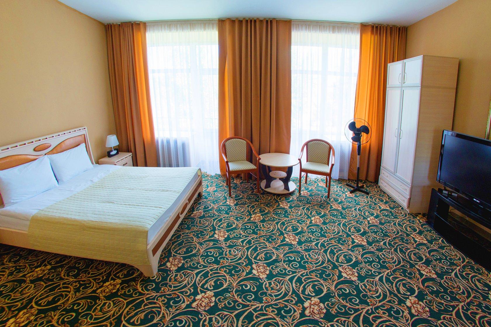 Отель «Эдем». Номер «Полулюкс»