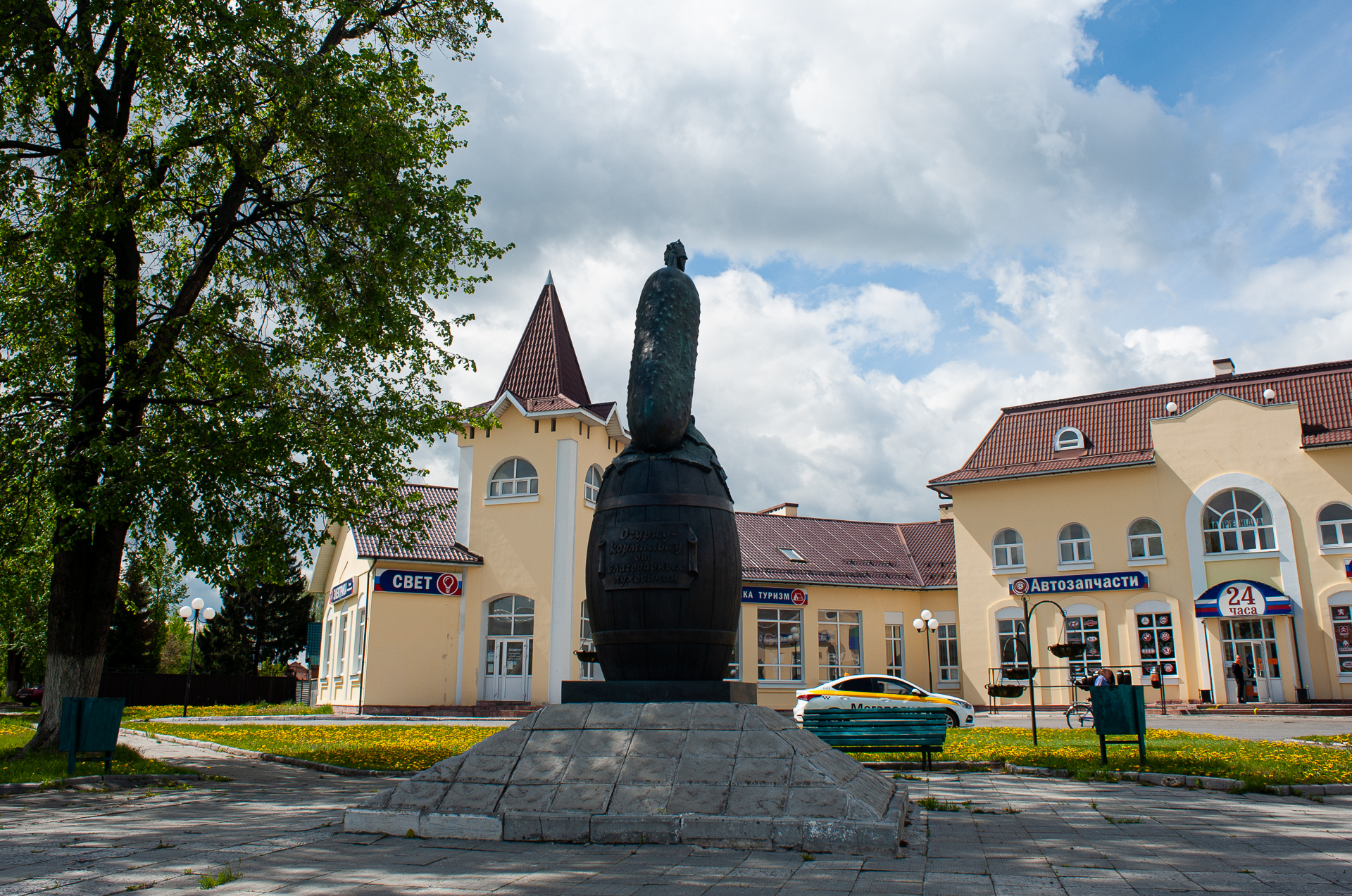 Луховицы, Памятник луховицкому огурцу
