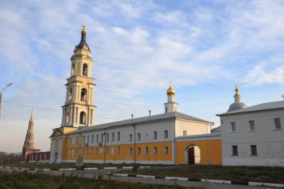 Старо-Голутвинский мужской монастырь в Коломне.