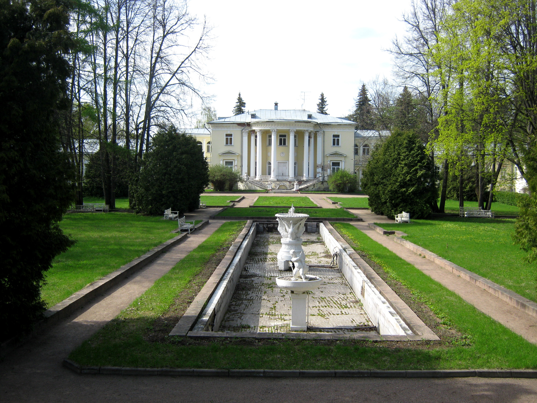 Усадьба Введенское, Вид на усадебный дом из верхнего парка