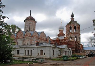 Внутренний двор Николо-Пешношского монастыря