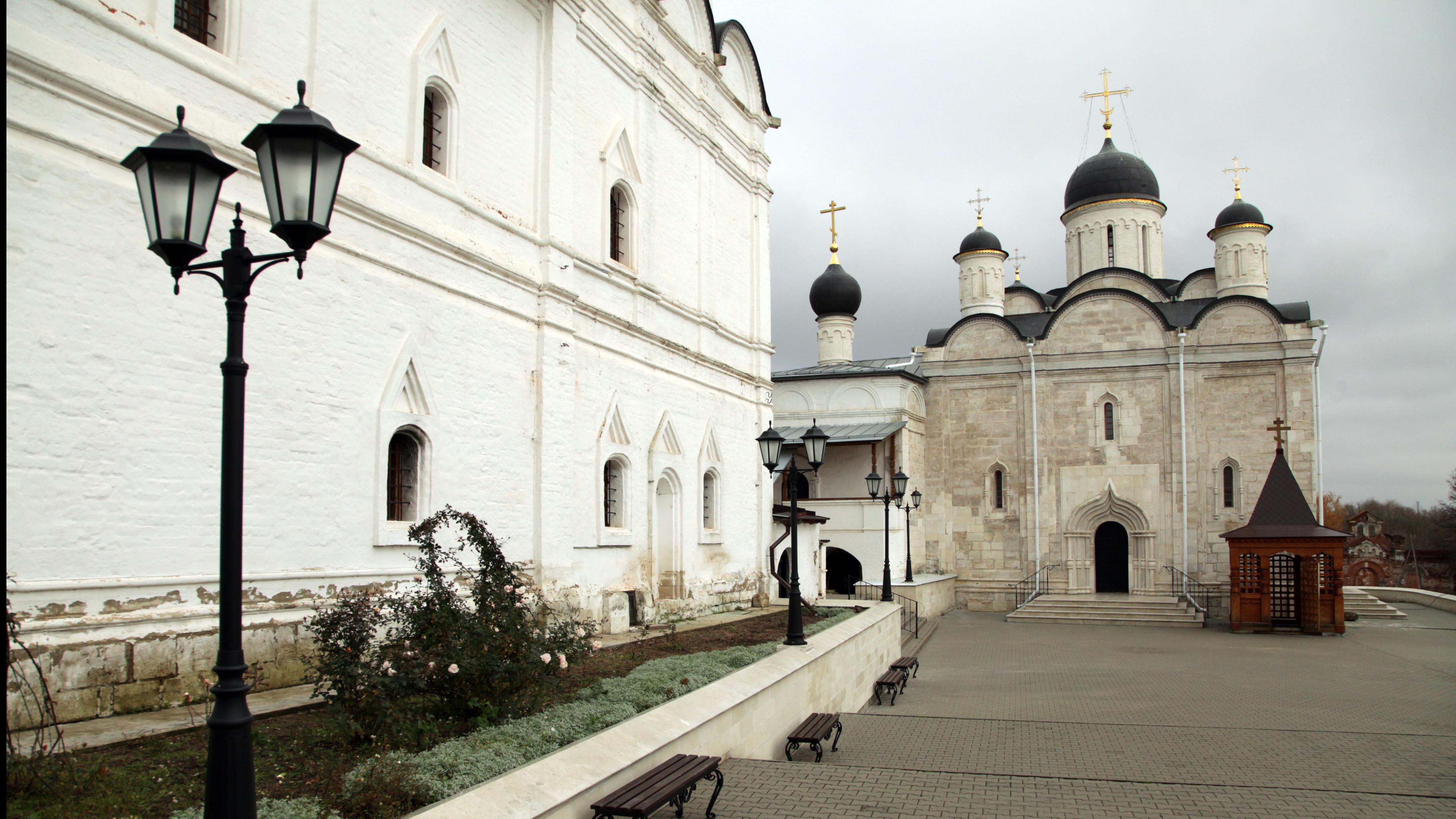 Введенский Владычный монастырь в Серпухове.