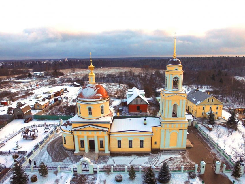 Церковь Преображения Господня в Радонеже