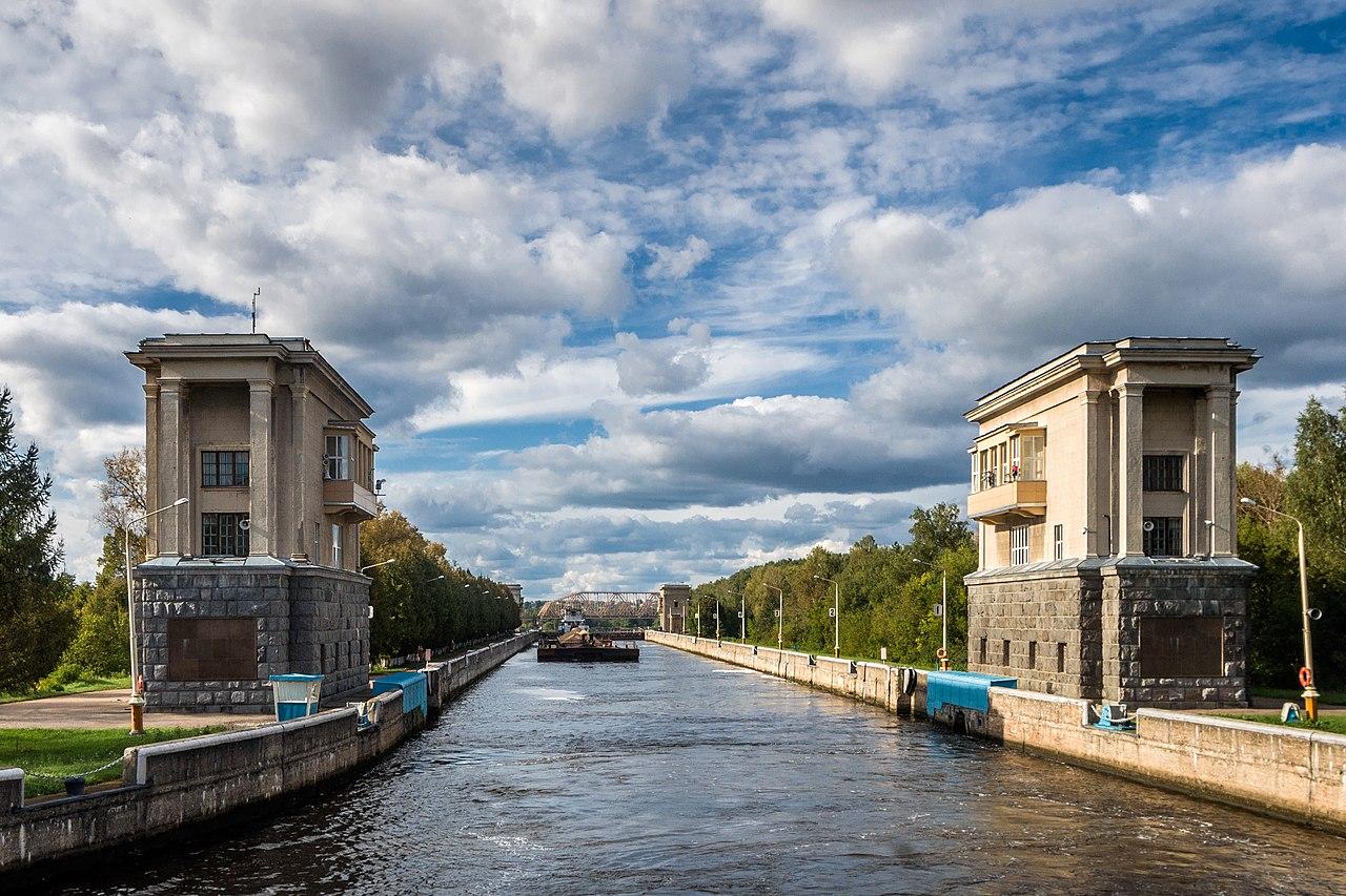 Шлюз № 4 Яхромского района гидросооружений канала имени Москвы, сформировавшего Яхромское водохранилище