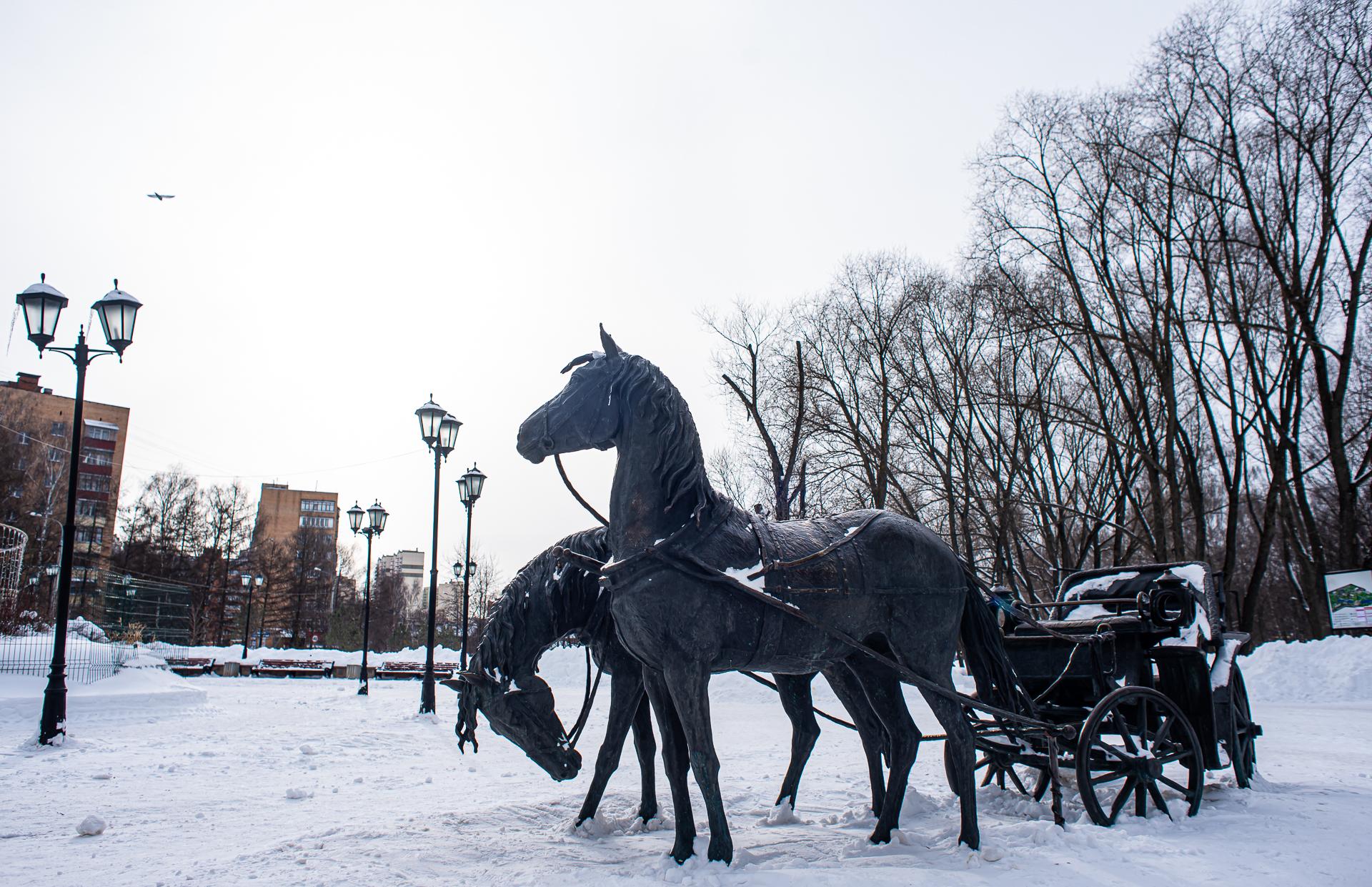 Долгопрудный, Памятник кучеру, парк
