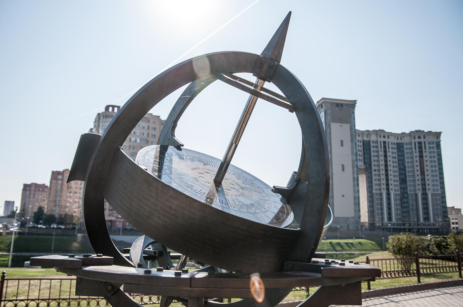 Щелково, экваториальные солнечные часы