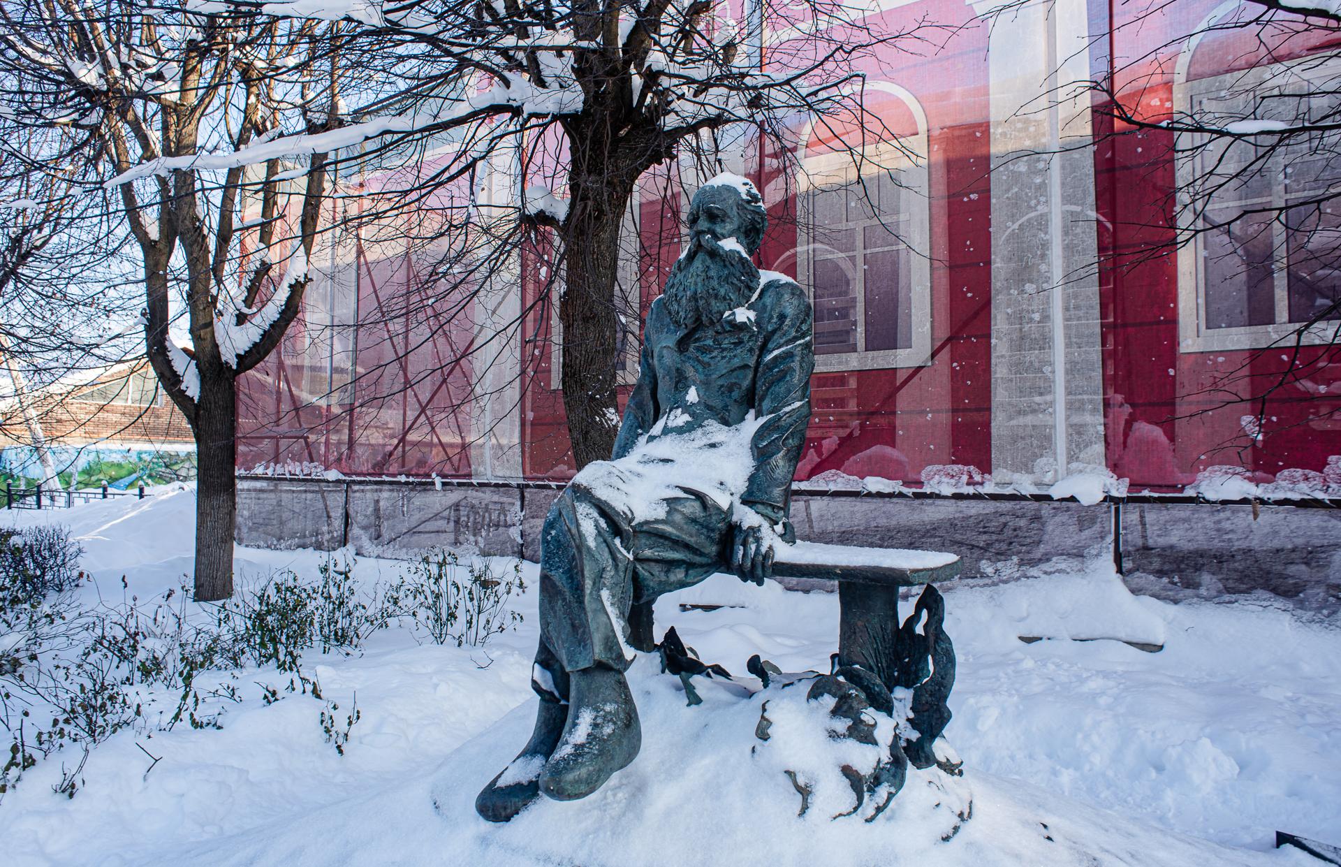 Дмитров, Памятник П. А. Кропоткину