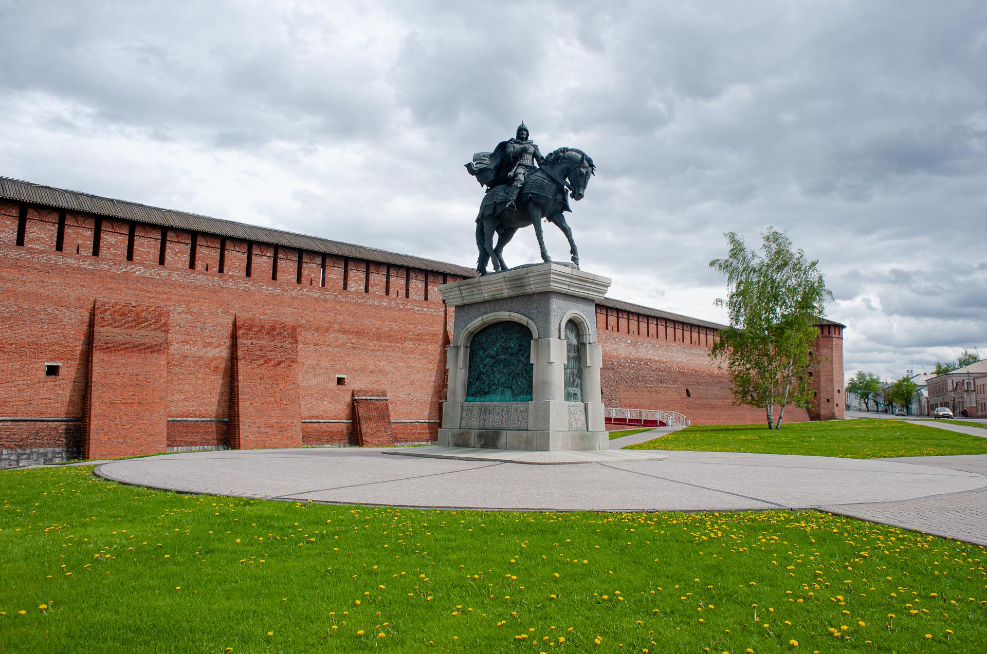 Коломна, Коломенский Кремль, памятник Дмитрия Донского