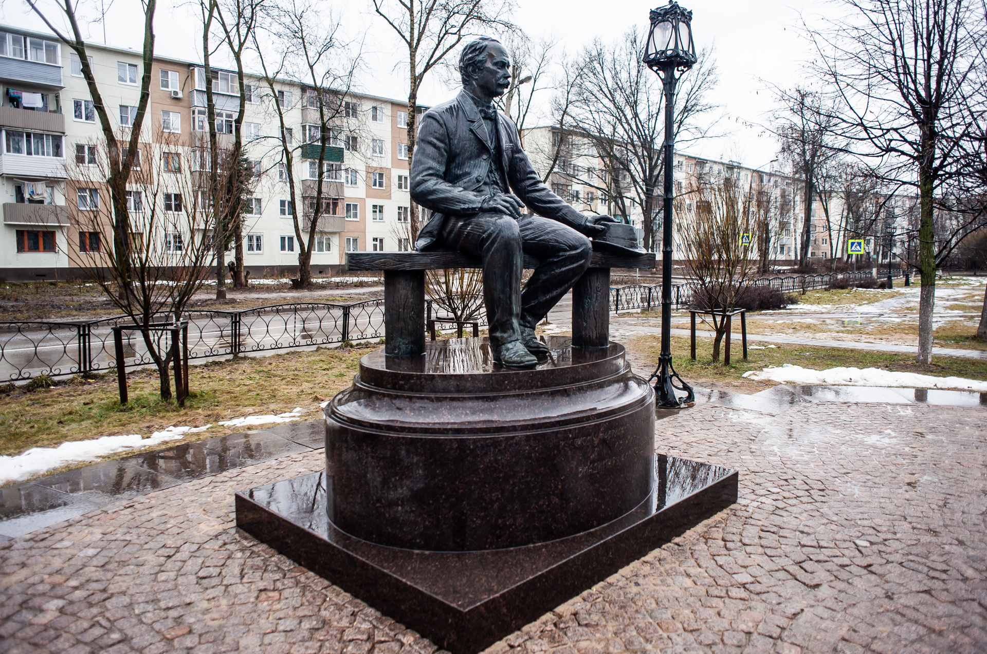 Ивантеевка, памятник русскому фабриканту и благотворителю  В.А.Лыжину