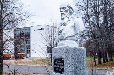 Талдом, Спас-Угол, Памятник  М.Е.Салтыкова-Щедрина