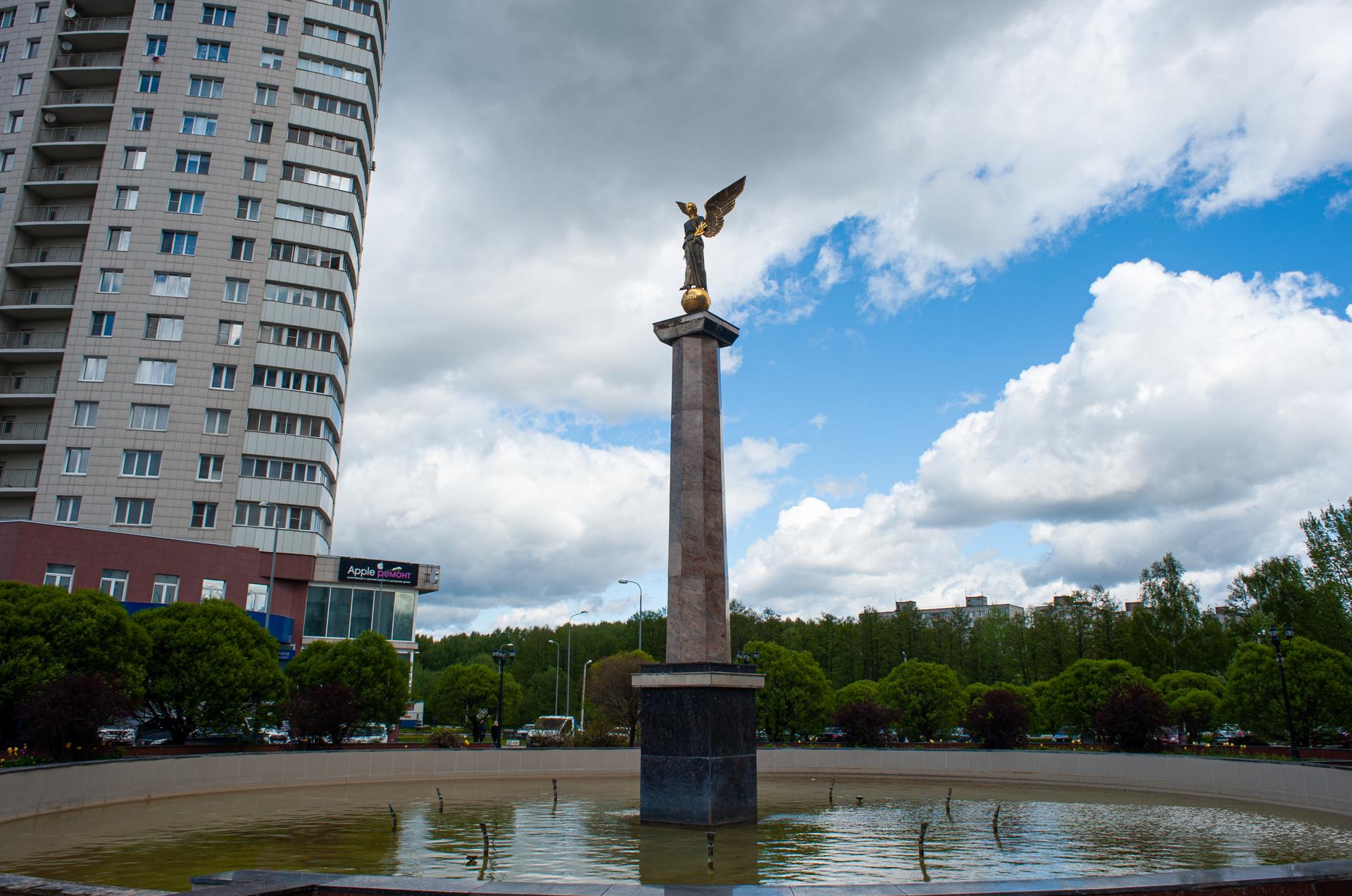 Пушкино, центральные фонтаны, стелла