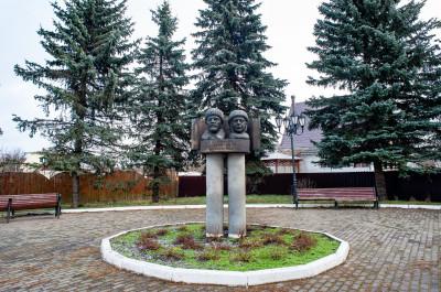 Ярополец, бюст Ленина и Крупской