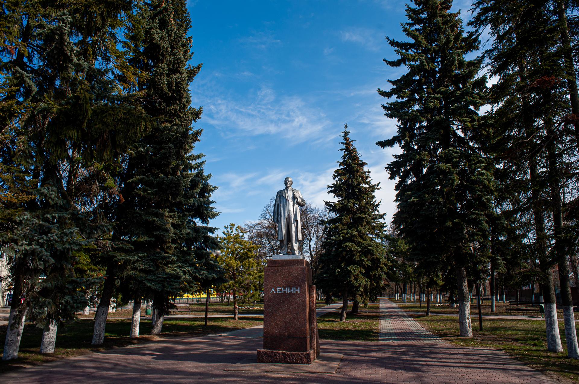 Серебряные пруды, памятник Ленину
