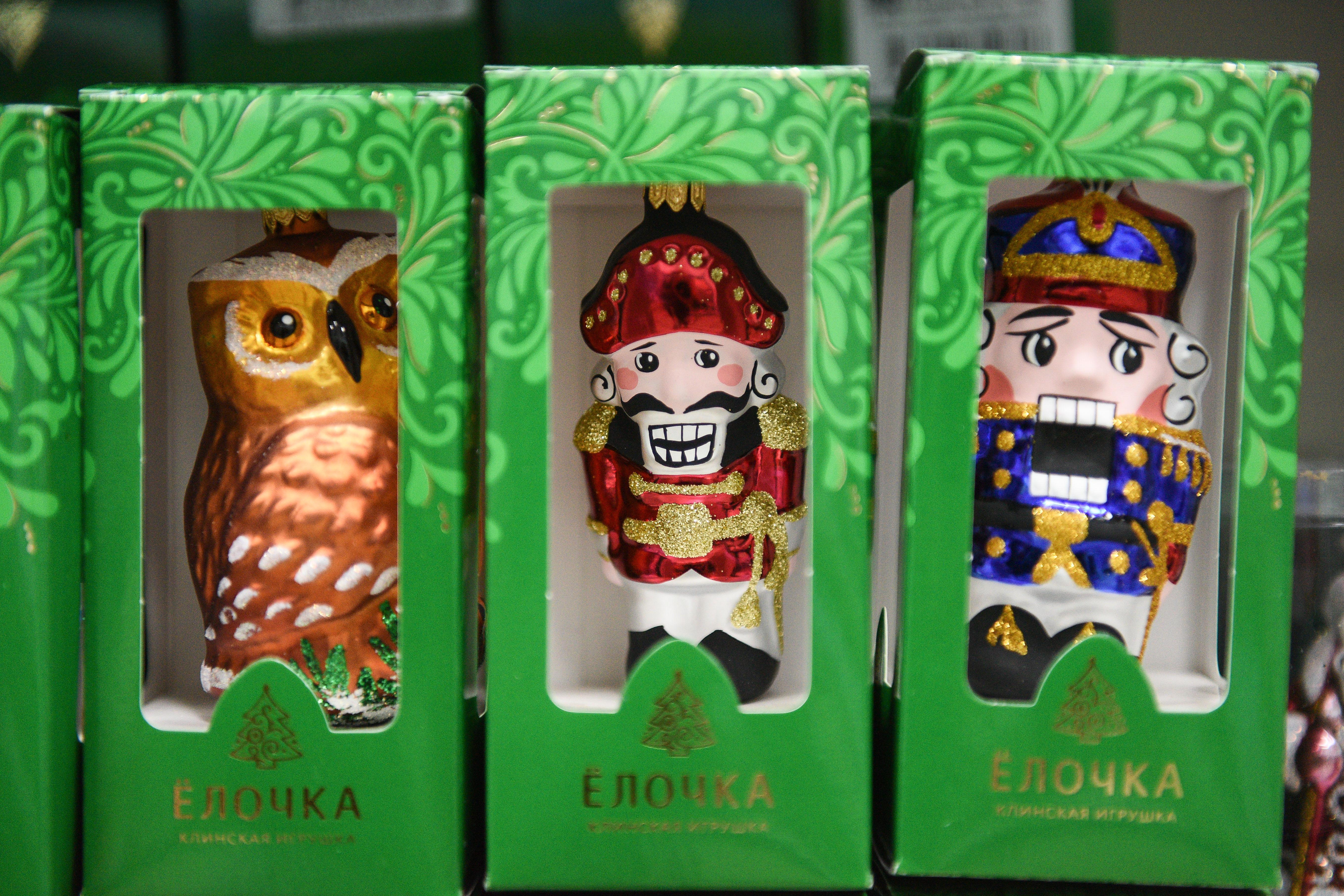 Производство новогодних игрушек на фабрике «Елочка» в Клину