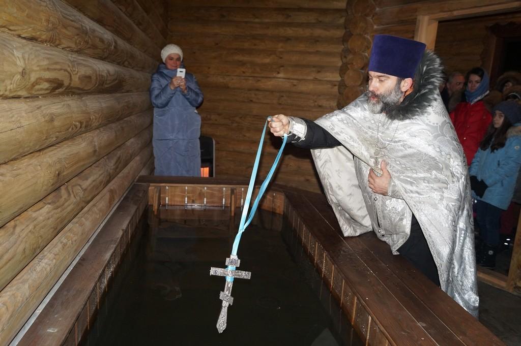 Купель у Покровского храма в Жестылеве