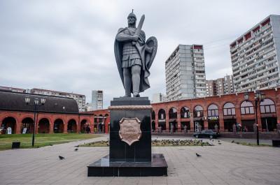 Дзержинский. Памятник Дмитрию Донскому