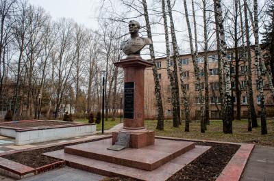 Пущино, монумент Кузнецову Михаилу Васильевичу
