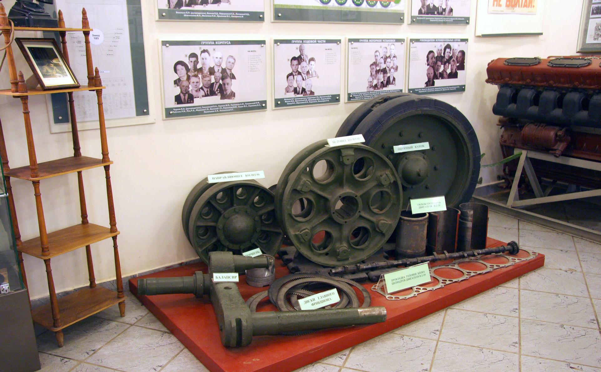 Внутренняя экспозиция музея танка Т-34