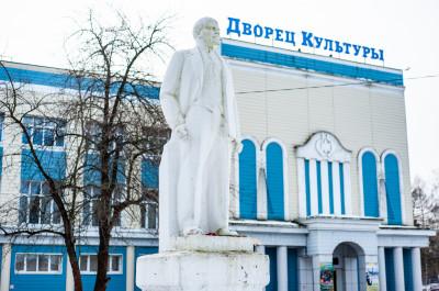 Красноармейск, Дворец культуры и памятник В.И.Ленину