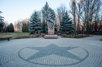 Химки, сквер Марии Рубцовой, памятник Сестра Милосердия