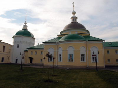 Больница Николо-Пешношского монастыря с церковью Дмитрия Ростовского