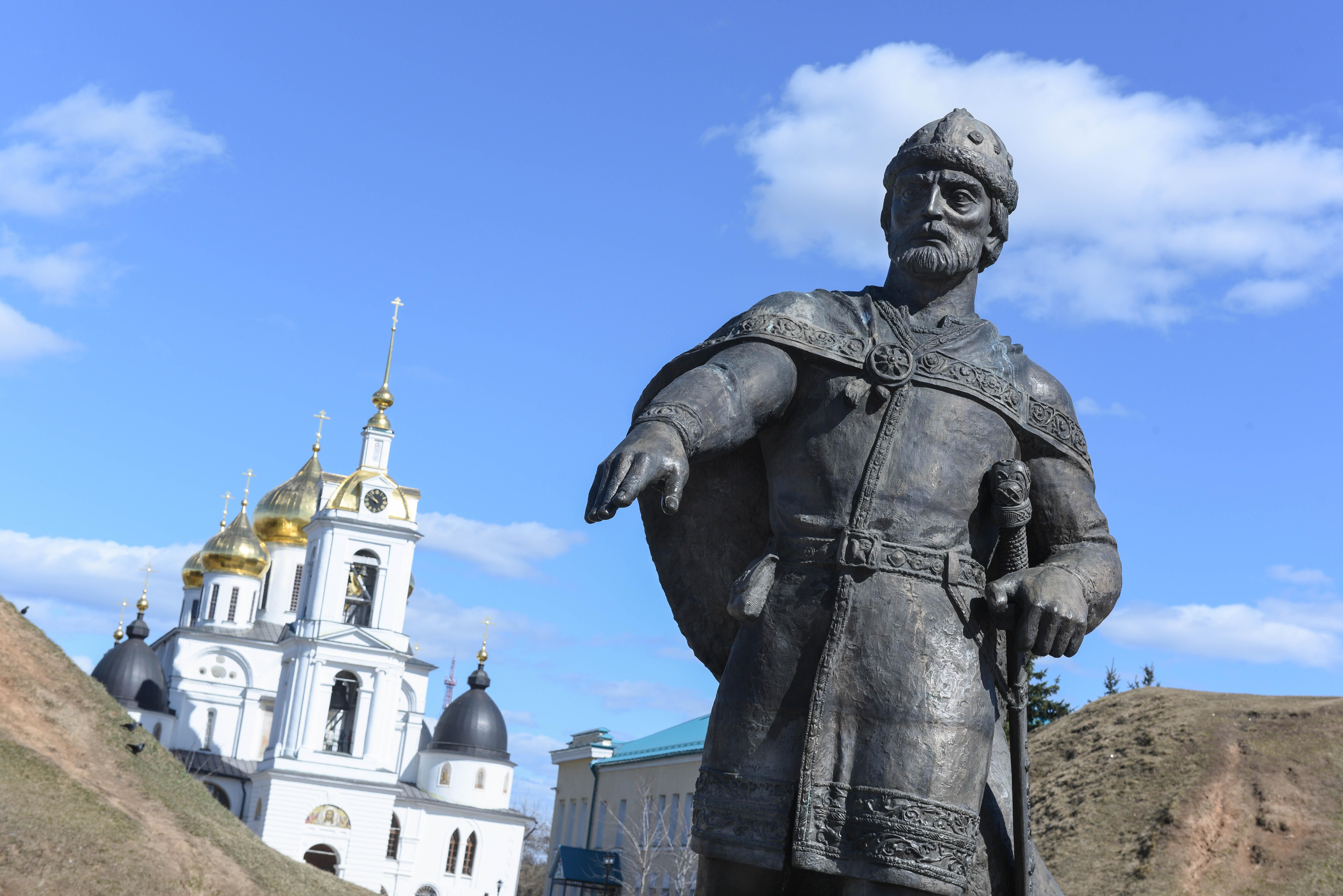 Дмитровский кремль и памятник Юрию Долгорукому