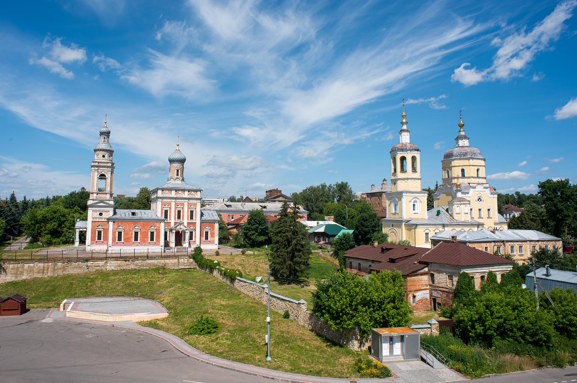 Серпухов, Соборная Гора, вид со смотровой площадки, Успенская Церковь и Церковь Илии Пророка