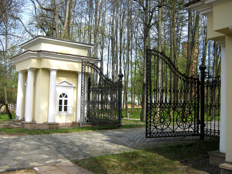 Усадьба Введенское, Въездные ворота усадьбы
