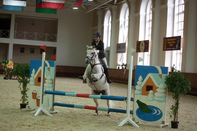 Соревнования по конкуру и выездке среди детей «Хрустальный пони»